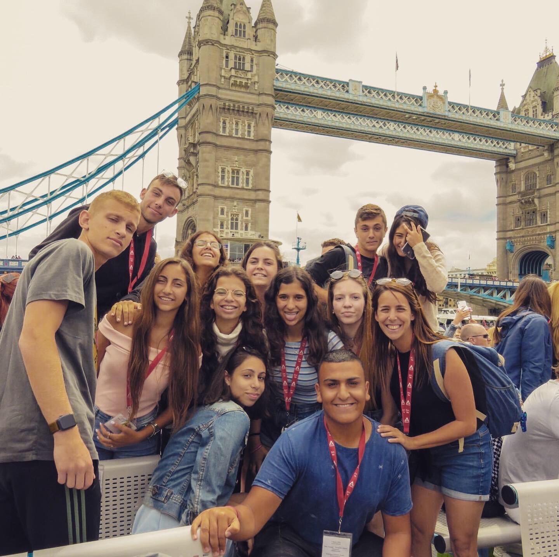 Aprende y practica inglés a través de actividades y excursiones que viven los locales en destinos tan atractivos como Londres o Nueva York
