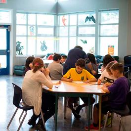 Acompáñanos a escuchar la experiencia de estudiar un año de secundaria o preparatoria en Canadá directamente de nuestros estudiantes y padres de familia